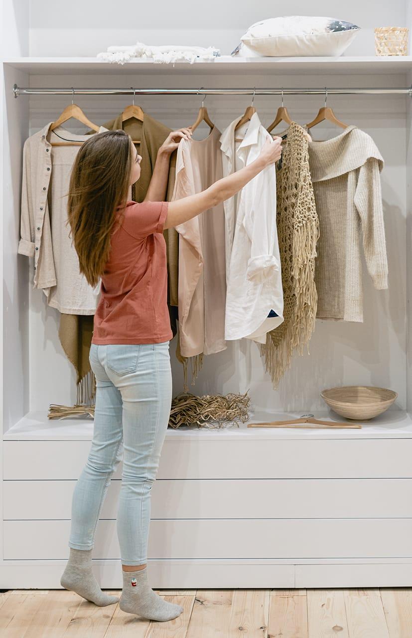 Der Kleiderschank sollte regelmäßig ausgemistet werden