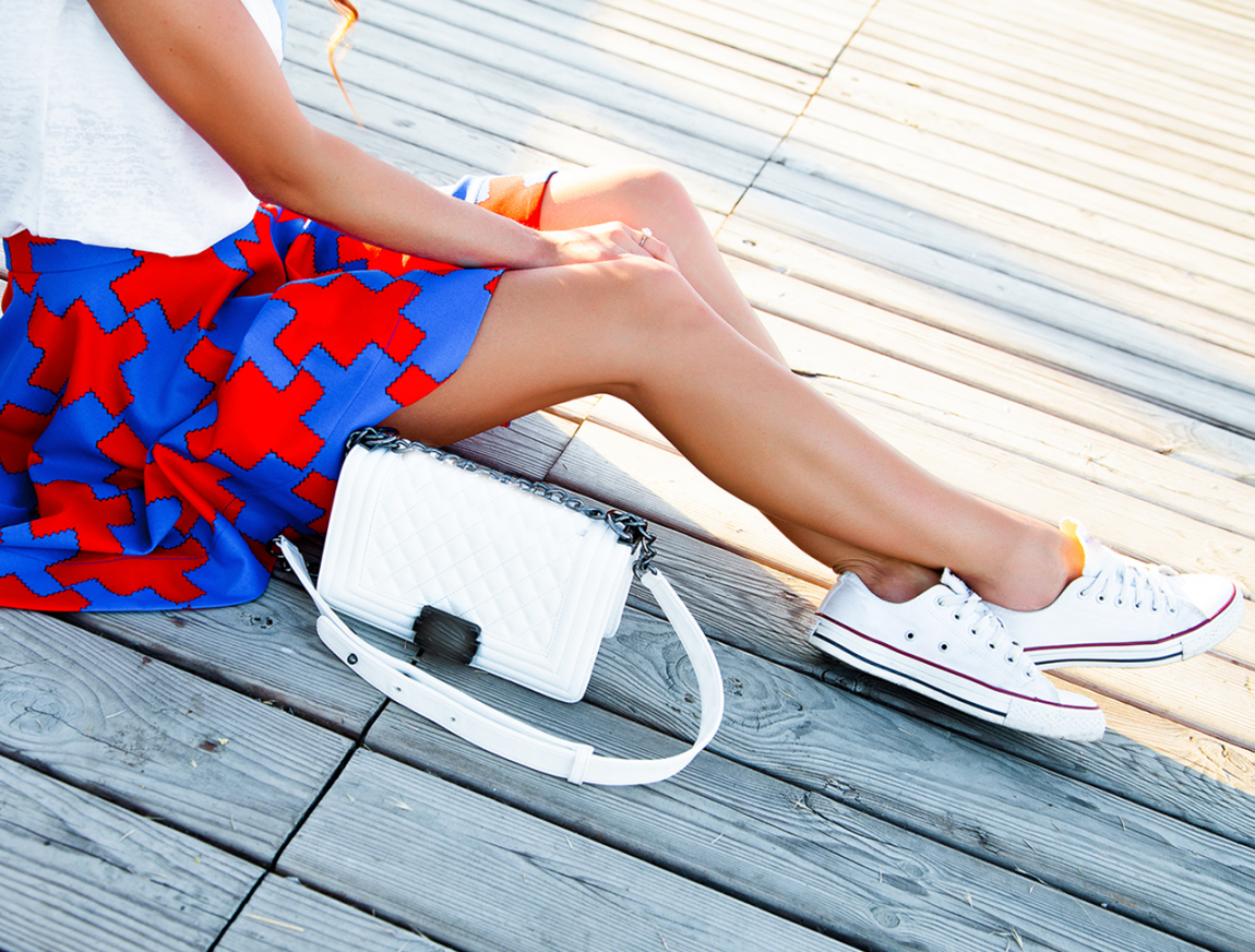 Flache Schuhe: So kombiniert ihr sie im Sommer stilvoll zu