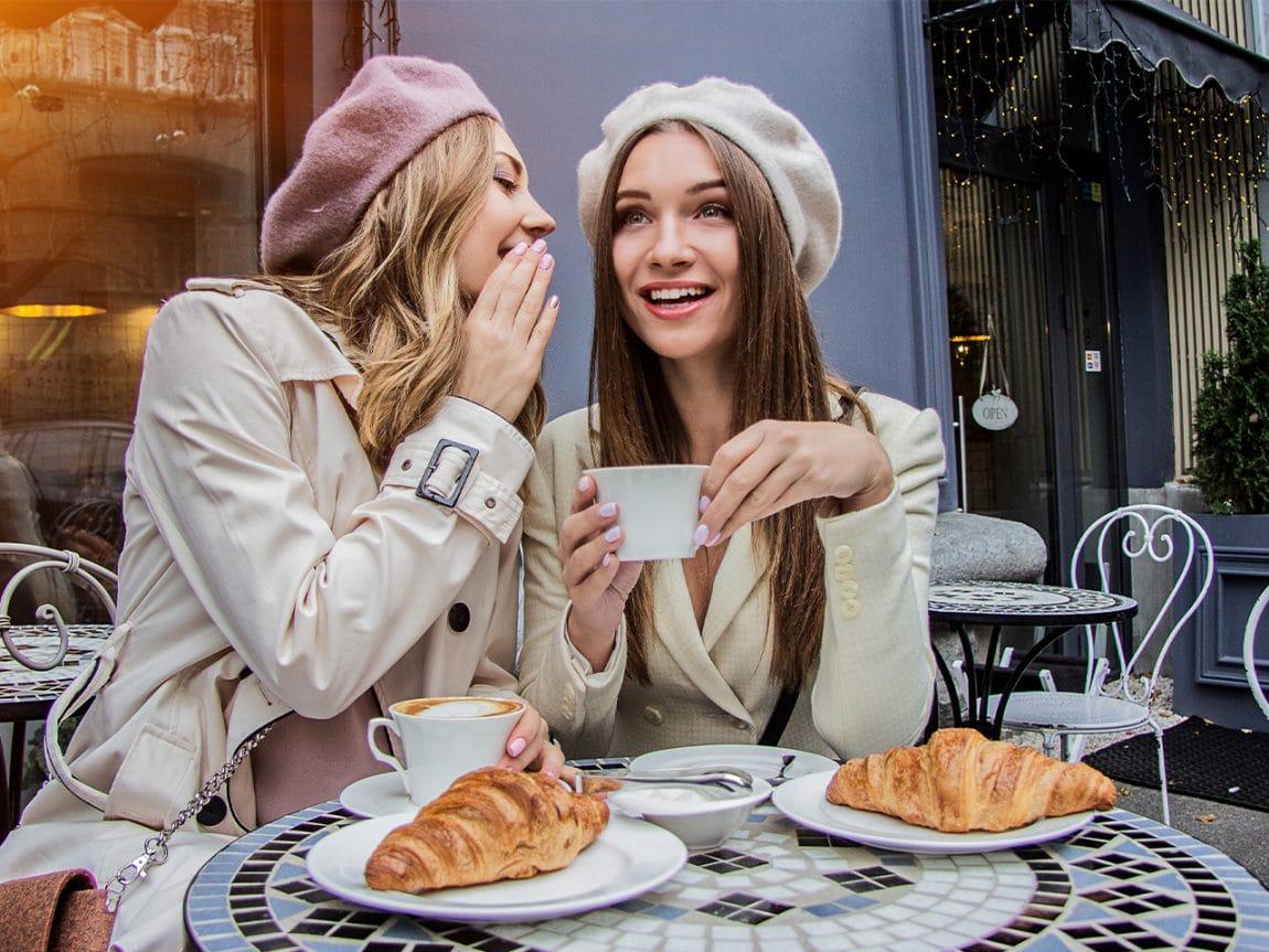 """3 Outfits aus der Netflixserie """"Emily in Paris"""" zum Nachstylen"""