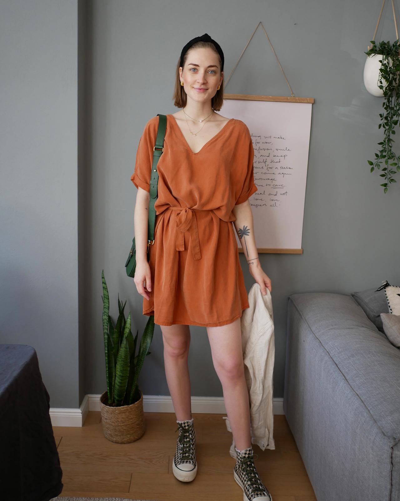 Casual Look: So trägst du dein Kleid lässig